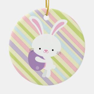 Conejo de Pascua del dibujo animado con el Adornos De Navidad