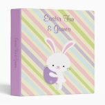 Conejo de Pascua del dibujo animado con la carpeta