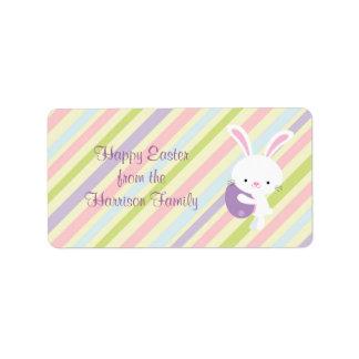 Conejo de Pascua del dibujo animado con las etique Etiqueta De Dirección