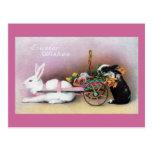 Conejo de Pascua que tira del carro de la flor Postal