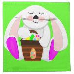 Conejo de Pascua y una cesta de huevos Servilletas Imprimidas