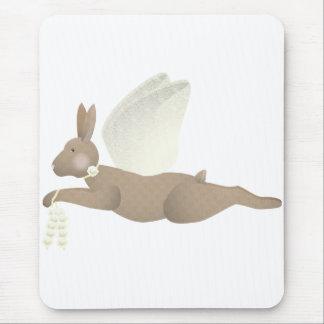 Conejo del ángel de Brown con las alas amarillas Tapetes De Raton