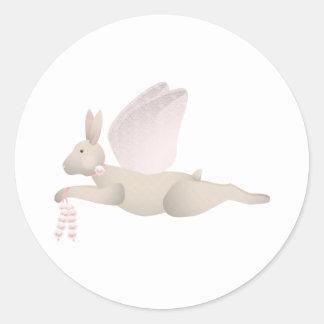 Conejo del ángel del moreno con las alas rosadas etiquetas redondas