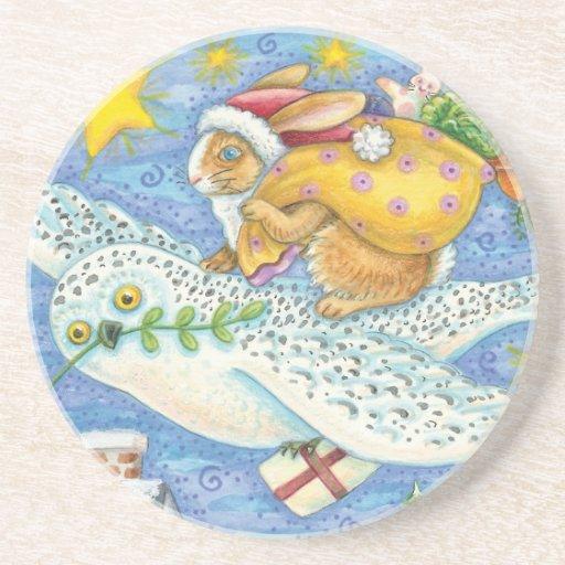 Conejo del dibujo animado como Papá Noel y búho Posavaso Para Bebida