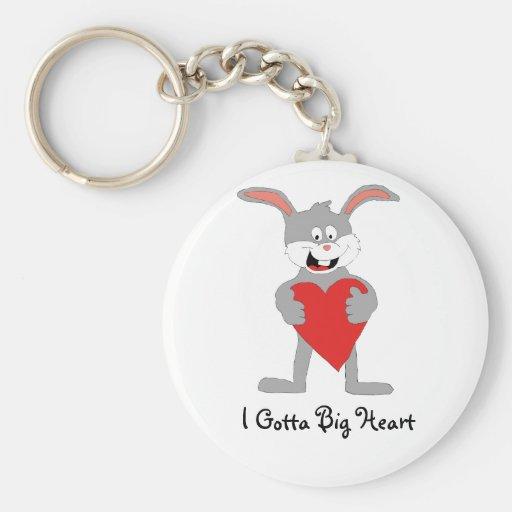 Conejo del dibujo animado con el corazón grande llaveros