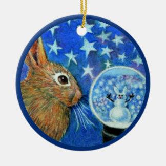 Conejo del invierno con Snowglobe Ornamentos De Reyes Magos