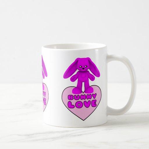 Conejo del rosa del amor del conejito lindo taza de café