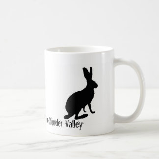 Conejo díscolo de Jack en taza del valle de la mar