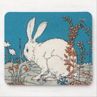 Conejo elegante del blanco del vintage mouse pad
