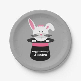 Conejo en el cumpleaños del mago del gorra - rosa plato de papel de 7 pulgadas