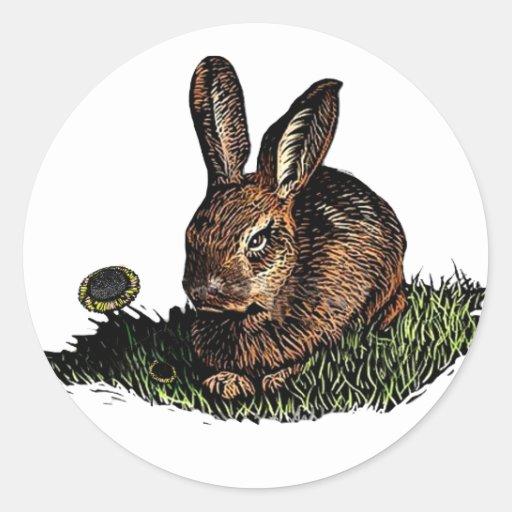 Conejo en la aguafuerte de la hierba pegatina redonda