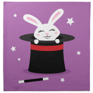 Conejo en la demostración mágica del gorra de los  servilleta de papel