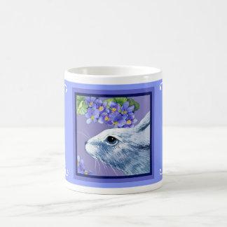 Conejo en la taza violeta