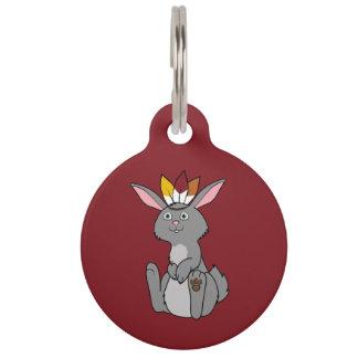 Conejo gris de la acción de gracias con el tocado placa de mascota