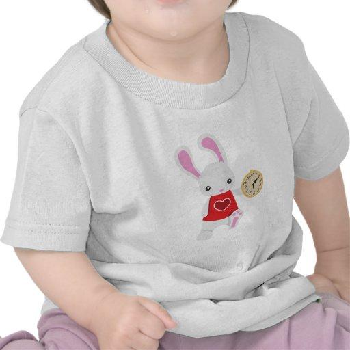 Conejo lindo del blanco del país de las maravillas camisetas