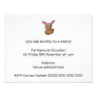 Conejo lindo divertido invitaciones personalizada