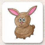 Conejo lindo divertido posavasos