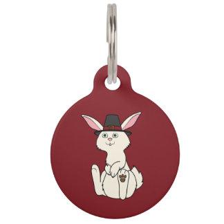 Conejo poner crema de la acción de gracias con el placa para mascotas
