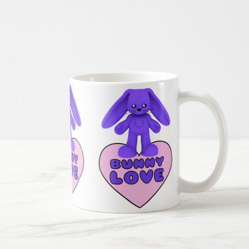 Conejo púrpura del amor del conejito lindo taza