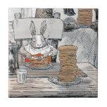 Conejo que come el desayuno de la crepe azulejo cerámica