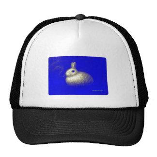 Conejo que fuma gorras de camionero