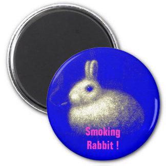 Conejo que fuma imán redondo 5 cm