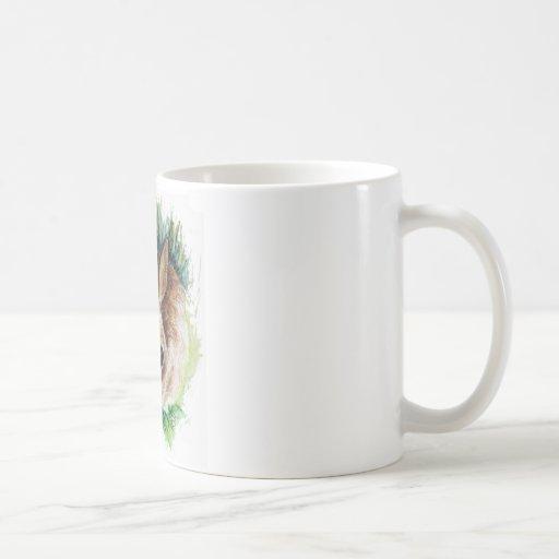 Conejo que oculta en la hierba - lápiz de la acuar tazas de café