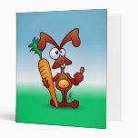 Conejo que sostiene una zanahoria sana