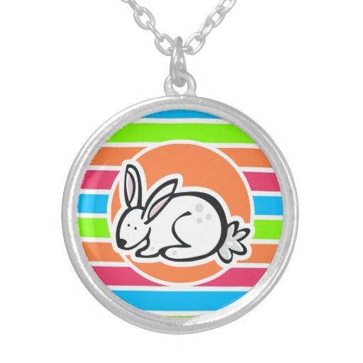 Conejo; Rayas rosadas anaranjadas de neón del verd Colgante
