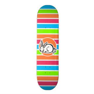 Conejo; Rayas rosadas anaranjadas de neón del verd Monopatín