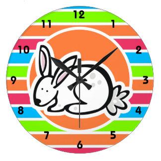 Conejo; Rayas rosadas anaranjadas de neón del verd Reloj