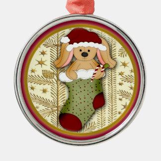 Conejo relleno lindo en el navidad que almacena el ornaments para arbol de navidad