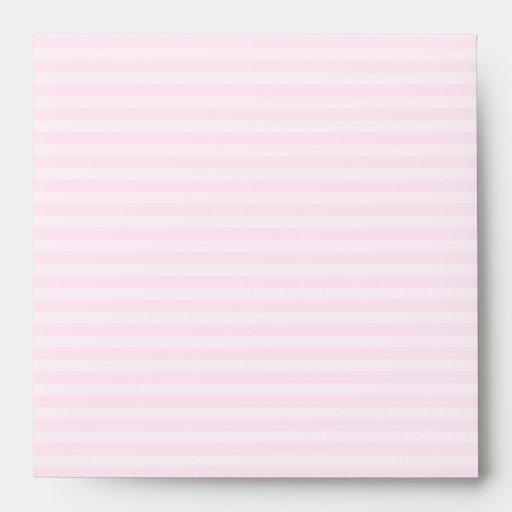 Conejo rosado con el fondo rosa claro de la raya