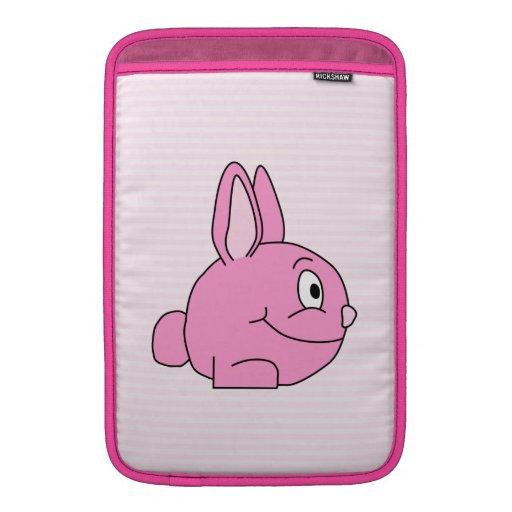 Conejo rosado con el fondo rosa claro de la raya funda  MacBook