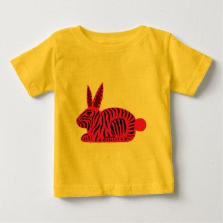 Conejo rosado de la cebra camisas