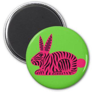 Conejo rosado de la cebra imán redondo 5 cm