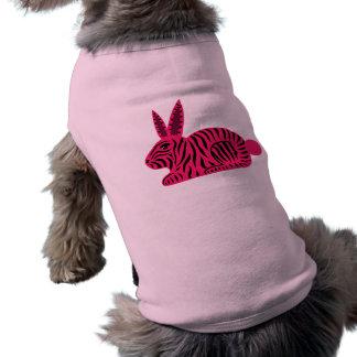 Conejo rosado de la cebra playera sin mangas para perro