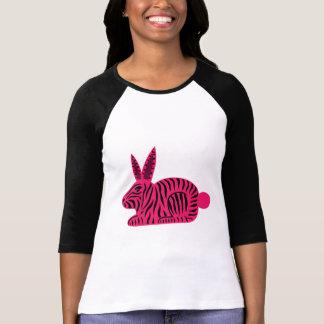 Conejo rosado de la cebra playeras