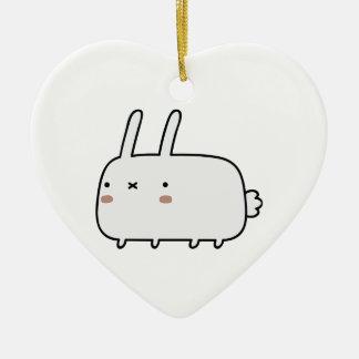 Conejo tímido adorno de cerámica en forma de corazón