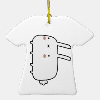 Conejo tímido adorno de cerámica en forma de camiseta