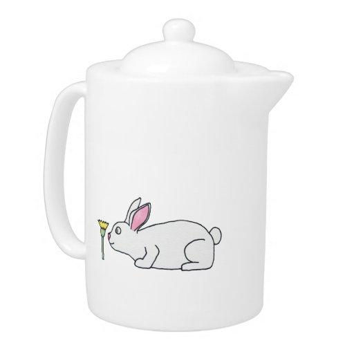 Conejo y flor blancos