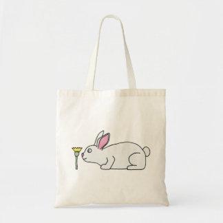 Conejo y flor blancos bolsas