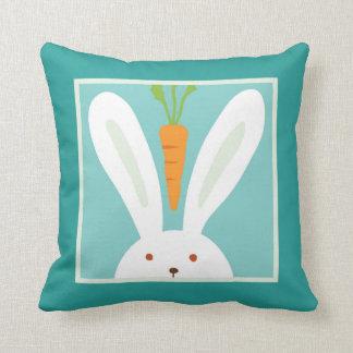 Conejo y zanahoria cojin