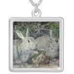 Conejos Collar Plateado