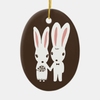 Conejos de conejito novia y recuerdo del boda del adorno navideño ovalado de cerámica