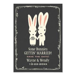 """Conejos de conejito que casan reserva el gris de invitación 5"""" x 7"""""""