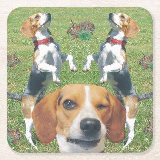 Conejos de guiño divertidos del beagle prácticos posavasos personalizable cuadrado