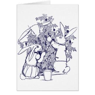 Conejos que escogen las zarzamoras tarjeta de felicitación