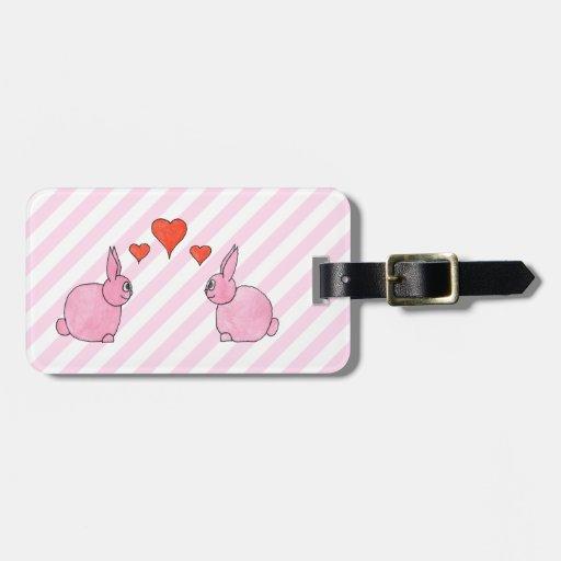 Conejos rosados con los corazones etiquetas bolsa