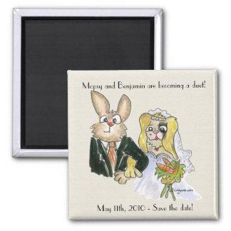 Conejos rubios del dibujo animado que casan imán cuadrado